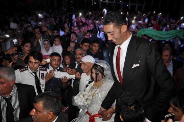 Самый высокий мужчина мира женился