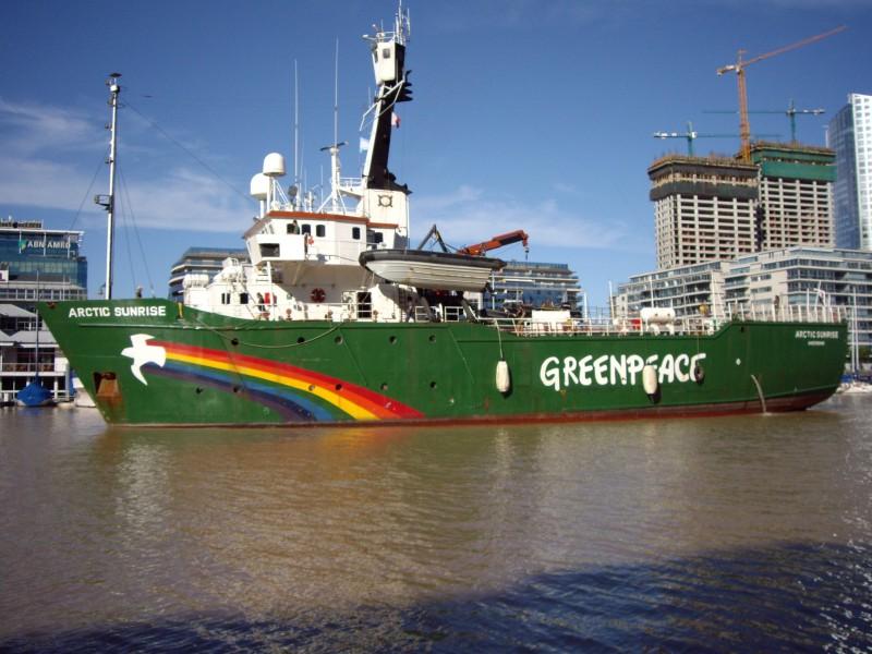 Greenpeace борется за освобождение активистов с Arctic Sunrise