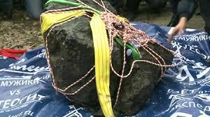 Крупный фрагмент метеорита Челябинск