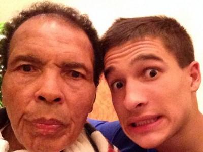 Мухаммед Али со своим внуком