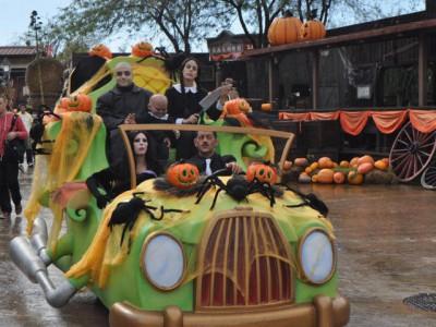 "Хэллоуин в ""Порт Авентура"". Подробнее: http://vmdaily.ru/news/2013/10/04/vesti-s-19-luchshih-kurortov-planeti-216781.html"