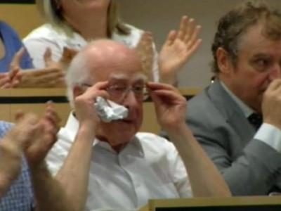 Питер Хиггс ушел в поход, чтобы избежать пристального внимания прессы к своей персоне