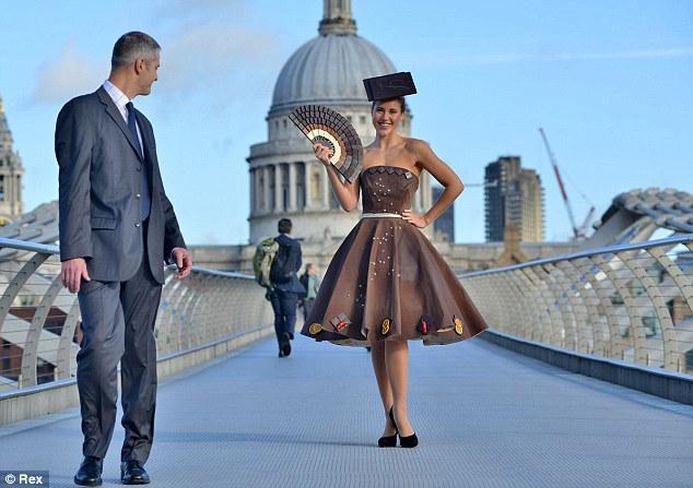 Шотландский дизайнер создает шоколадные платья