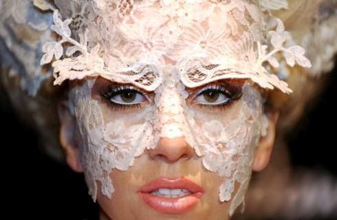 Эпатажная Леди Гага готовится к концерту в космосе