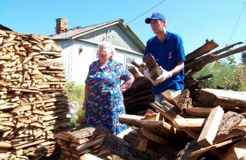 Одиноким пенсионерам помогут семейные бригады