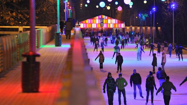 В Москве появился каток с разноцветным льдом