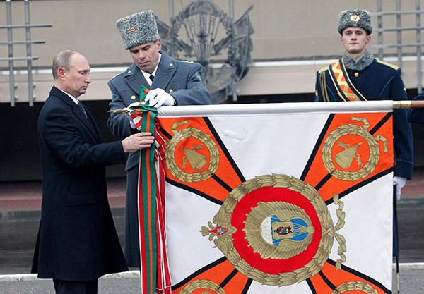 Президент вручил орден Рязанскому училищу