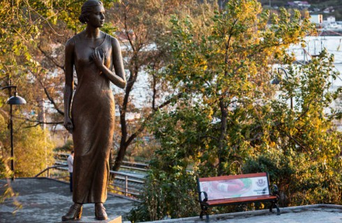 Во Владивостоке открыт памятник Катюше