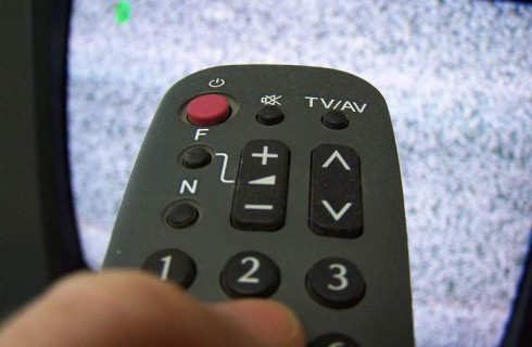 Спортивную форму можно улучшить сидя дома и смотря спортивные каналы