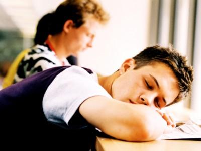 Бессонница подростков – дело рук их родителей