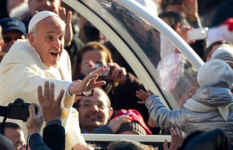Папа Римский отметил день рождения с бездомными