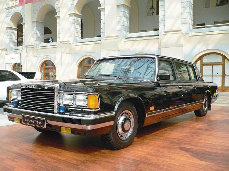 В музей в Екатеринбурге пригнали лимузин