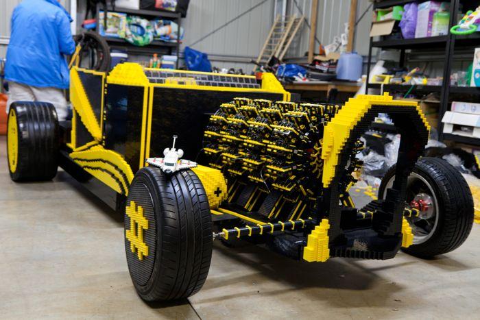Автомобиль Lego ездит по Мельбурну