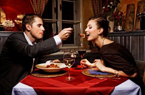 Новые запретные темы для разговора за столом