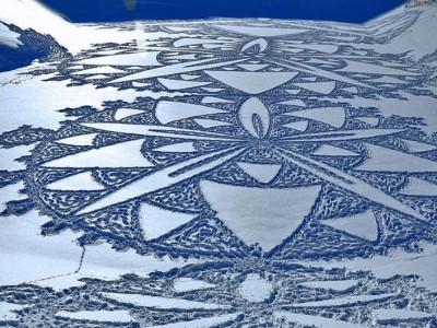Один из рисунков на снегу