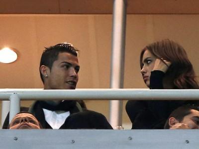 Роналду и его подруга Ирина Шейк наблюдают за игрой «Реала»
