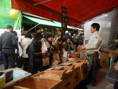 Рыбный рынок Цукидзи в Токио