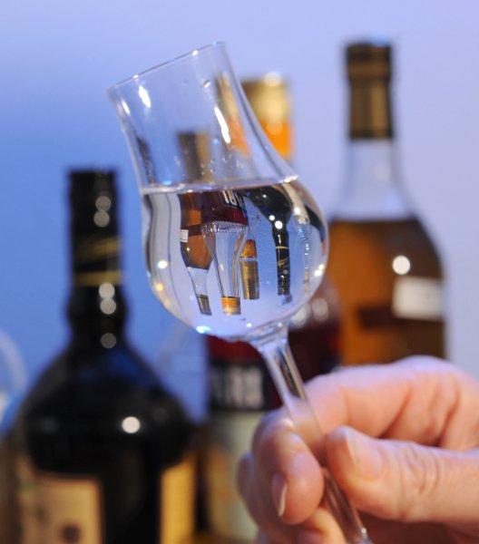 У пьющих мужчин среднего возраста страдает память