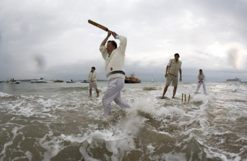Необычный вид спорта: крикет на берегу