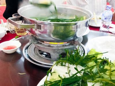 Суп с морепродуктами, зеленью и лапшой
