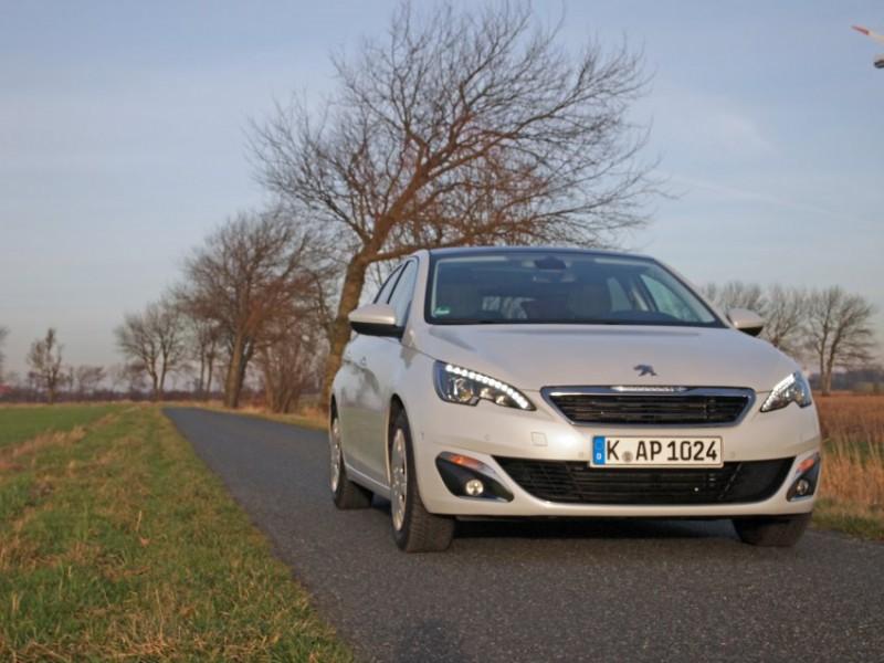 Peugeot 308 – противник спортивного стиля