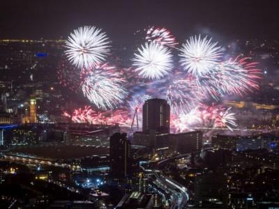 С Новым годом мир!