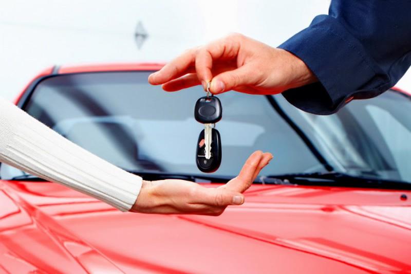Машины стали чаще покупать в кредит