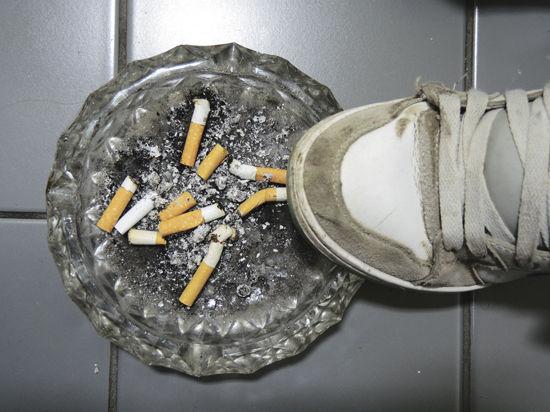 Очередная волна борьбы с курением в подъездах