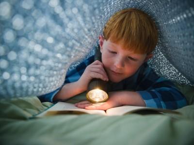 Читать в темноте вредно