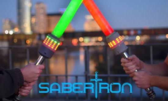Почти настоящий лазерный меч Sabertron