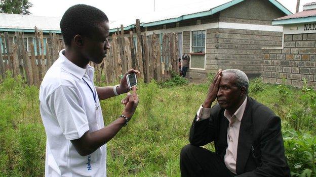 «Карманный окулист» пришел в школы Кении