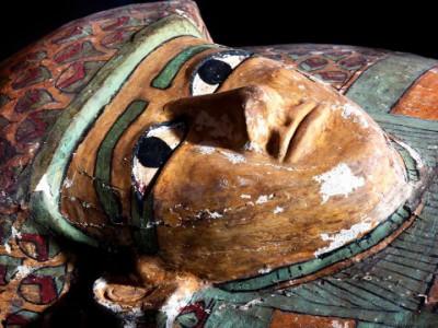 Древний саркофаг  с египетской мумией