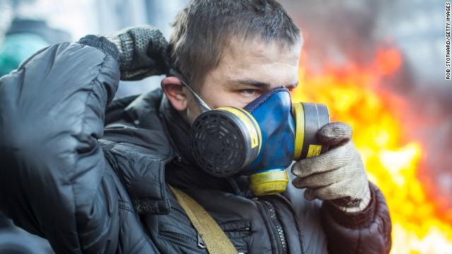 Янукович помиловал протестующих