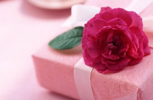Какие подарки ждать женщинам на 8 Марта?