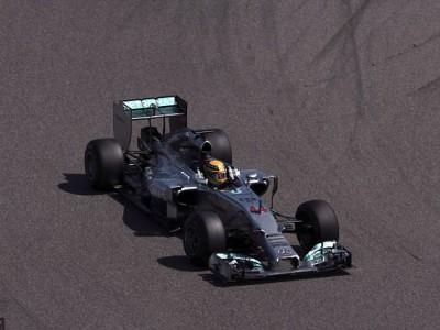 Льюс Хэмилтон на трассе Сахир в Бахрейне был самым быстрым