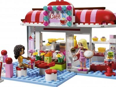 Конструктор Лего помогает в развитие ребенка