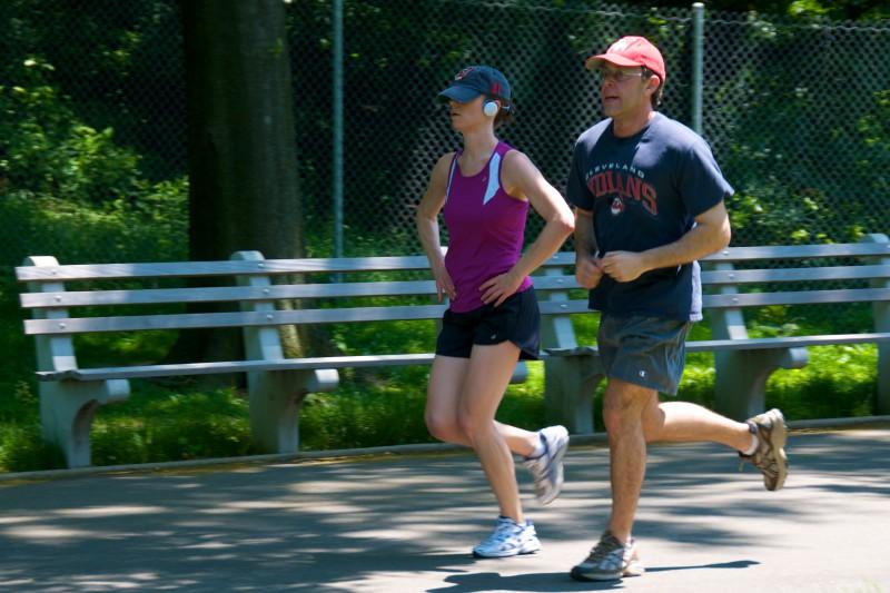 Кроссовки ведут к атрофии мышц, или Как правильно бегать