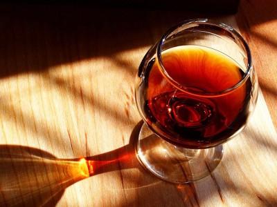 Продлить жизнь вино не сможет.
