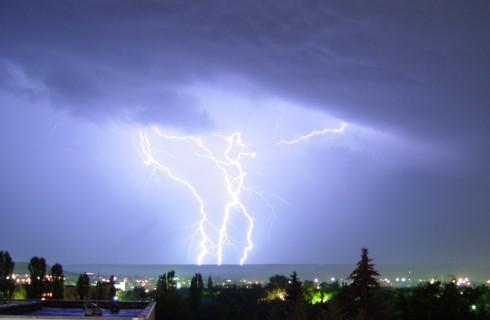 А вы знаете причину возникновения молний на Земле?