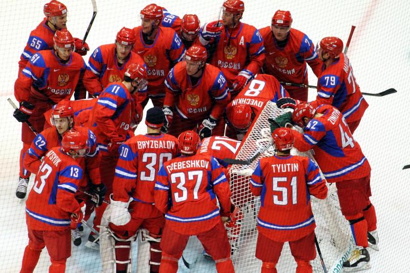 Владимир Путин подарил хоккеистам автомобили