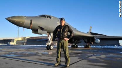 Пилот бомбардировщика помог посадить авиалайнер