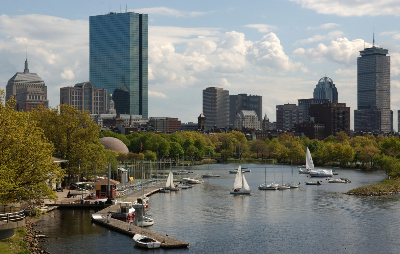 Водное такси Бостона обходит препятствия