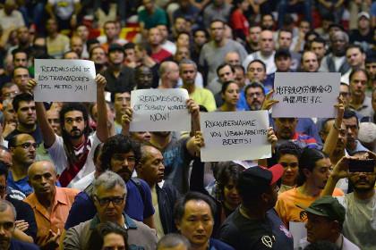 Работники аэропорта в Рио-де-Жанейро бастуют