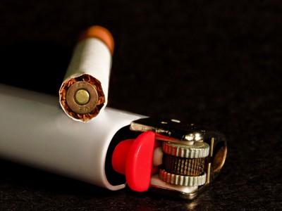Производители сигарет платят за халатность