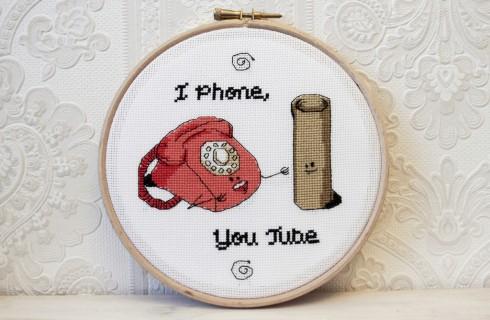 В телефонах нашли обнаженные селфи