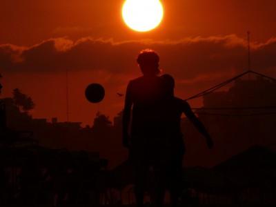 Играют в футбол в Акапулько
