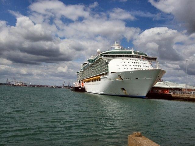Необычные отели – от гостиницы в стиле Twittera до комфортных номеров в корабле