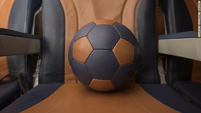 В Африке выпускают необычные мячи