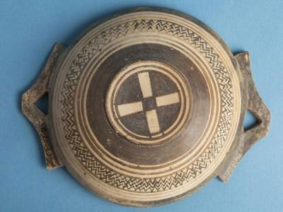 Древнюю гробницус зигзагами нашли в Греции