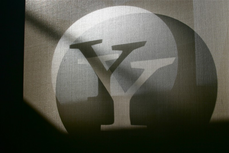 Yahoo противостоит правительству США